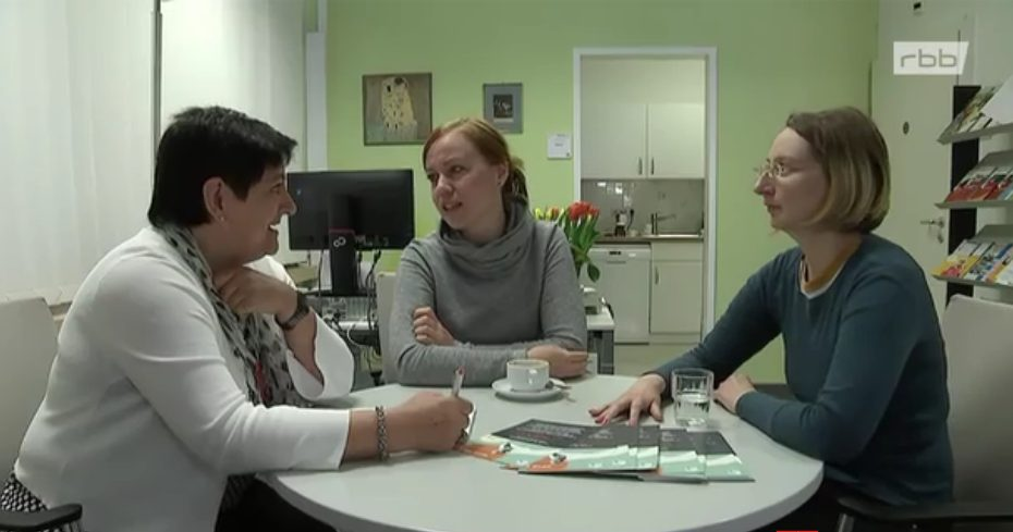 Neue Wege Berlin Selbsthilfe Blog rbb Praxis Beitragsbild Interview im Servicepunkt Schlaganfall