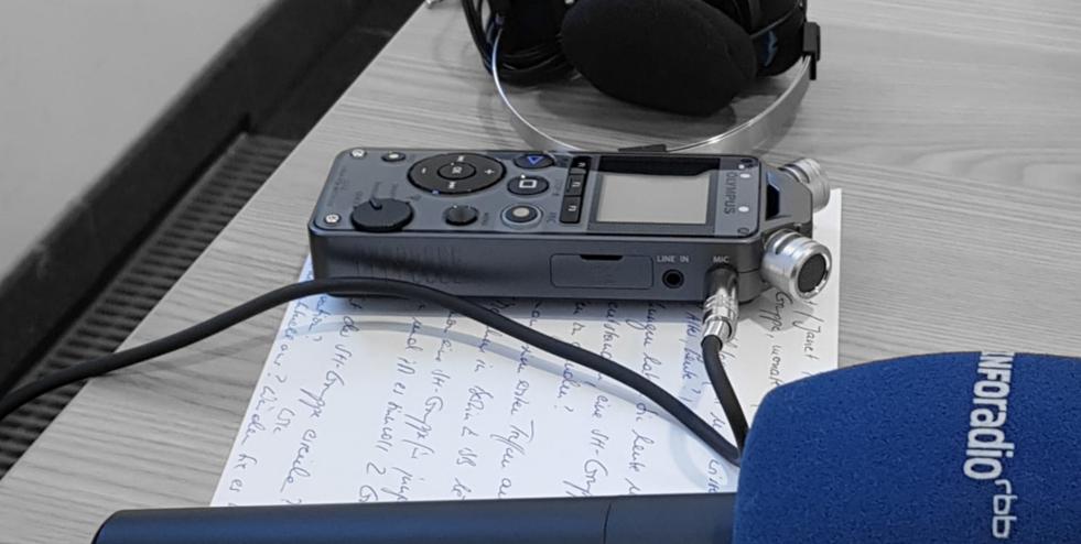 Schlaganfall Blog Neue Wege Selbsthilfe Diktiergerät Mikrofon rbb Inforadio Interview junger Schlaganfall
